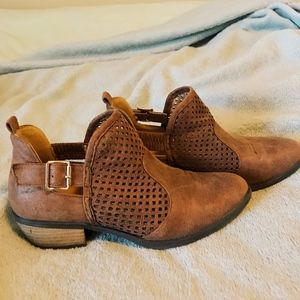 LIKE NEW, LEATHER BOOTIES!